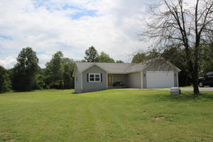 1590 Marion County 5002, Yellville, AR 72687