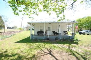 81 Old School Street, Yellville, AR 72687