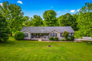Beautiful mixture of modern and the classics. Great home on 12.94 acres