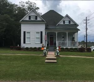 201 S 2nd St., Collins, MS 39428