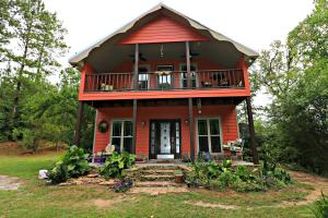 106 Mcvey Rd., Sumrall, MS 39482