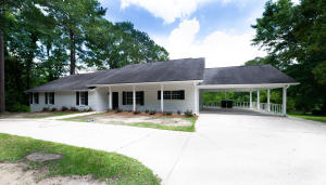 207 Hickory Hill Dr., Hattiesburg, MS 39402