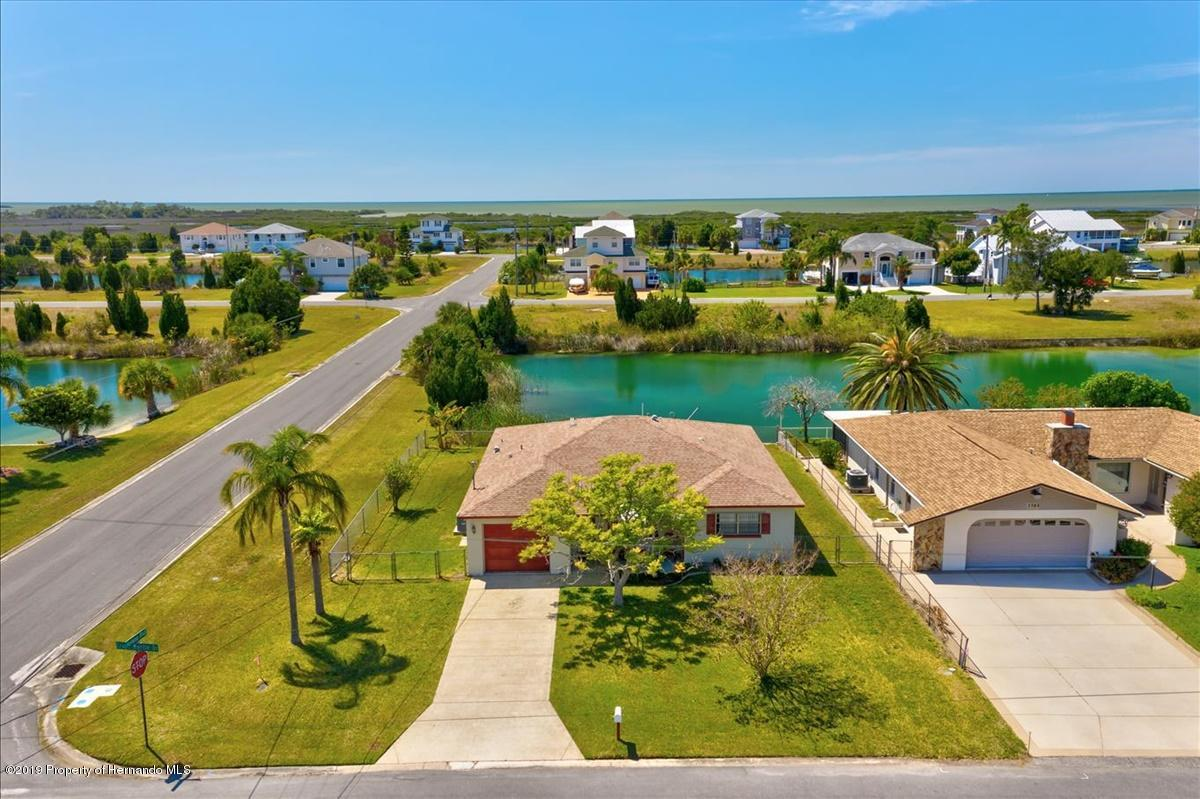 Listing photo id 4 for 3379 Crape Myrtle Drive