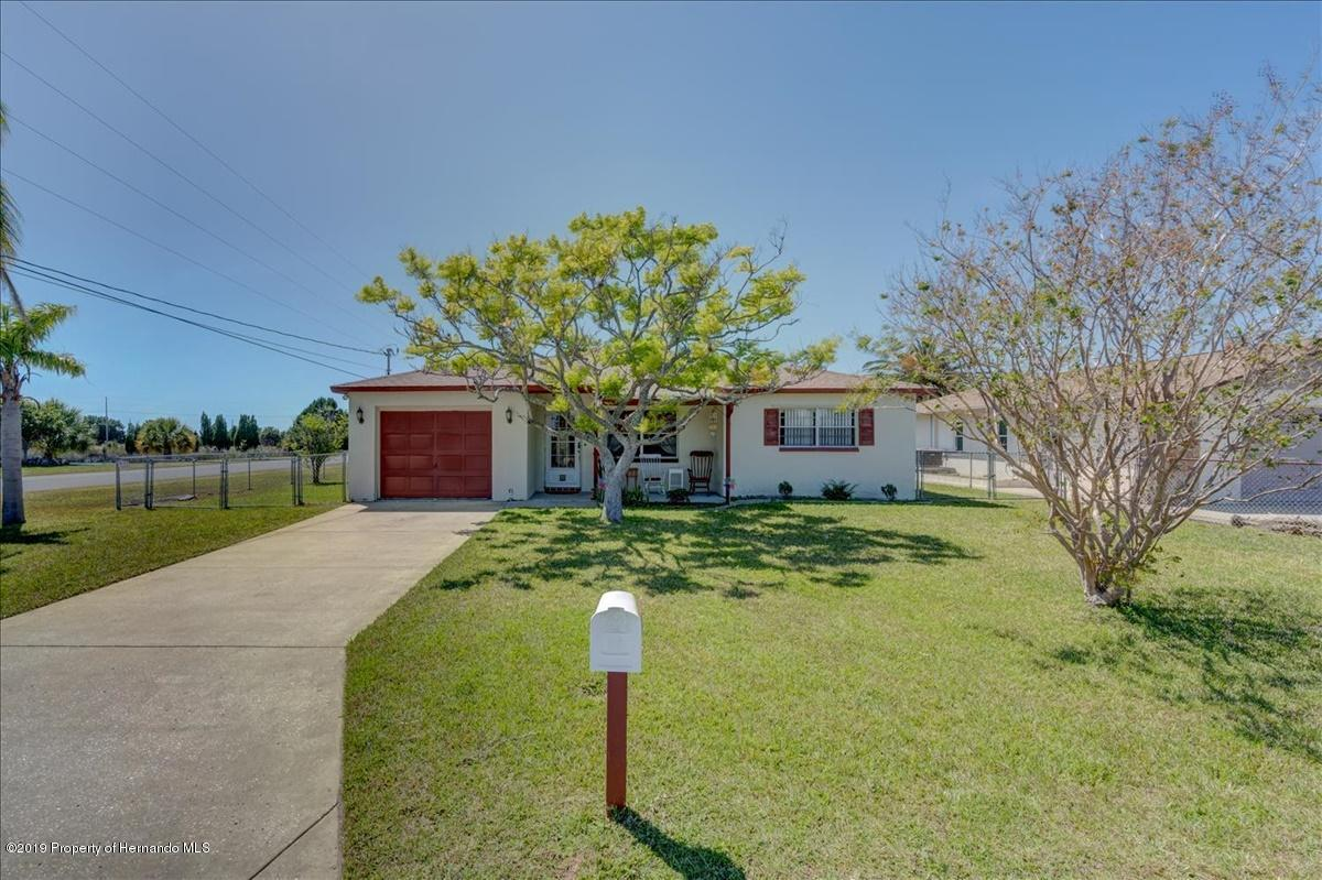 Listing photo id 2 for 3379 Crape Myrtle Drive