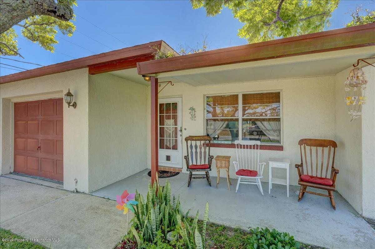 Listing photo id 5 for 3379 Crape Myrtle Drive