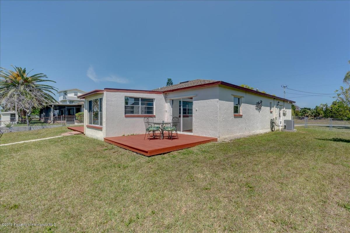 Listing photo id 33 for 3379 Crape Myrtle Drive