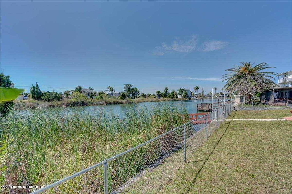 Listing photo id 41 for 3379 Crape Myrtle Drive
