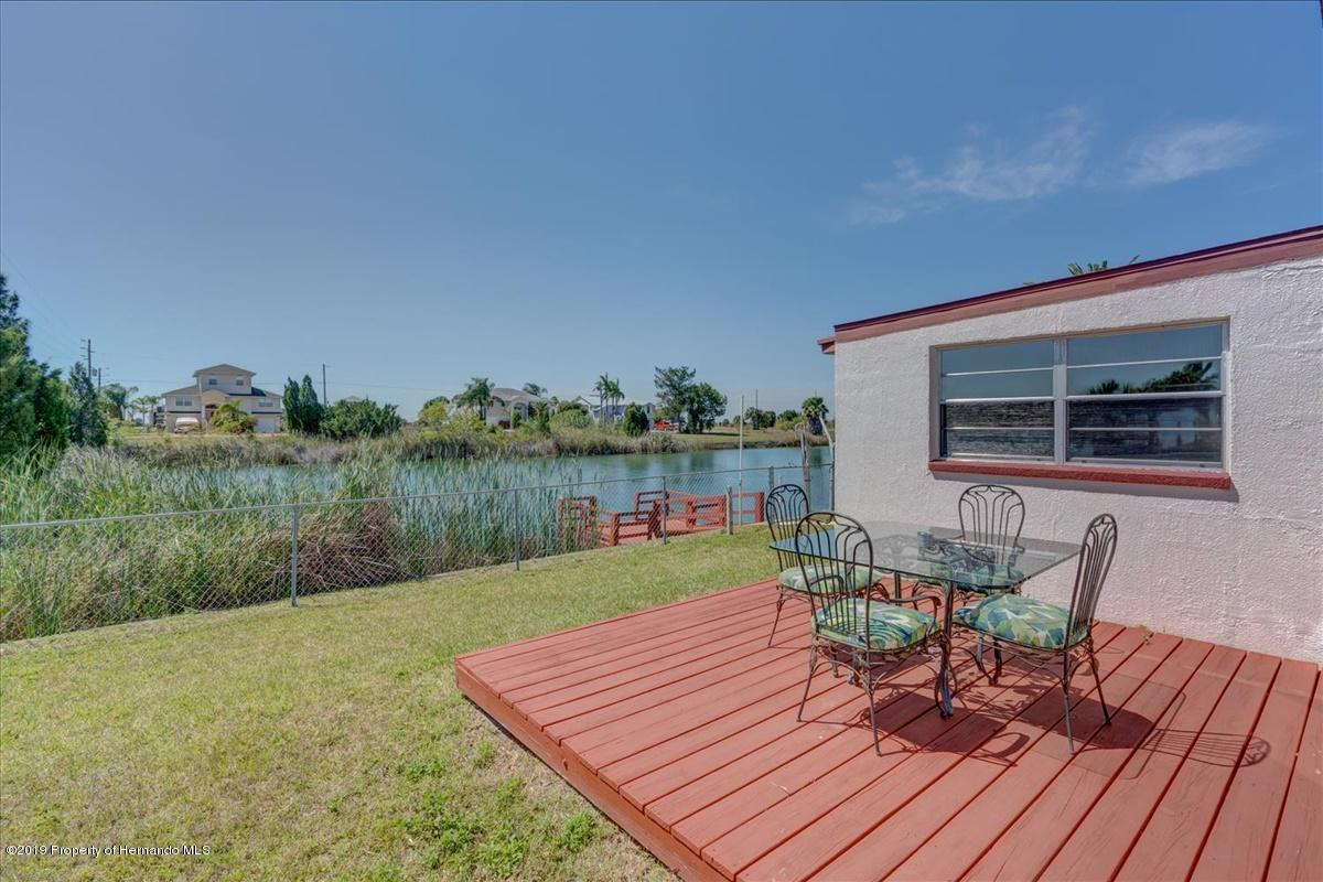 Listing photo id 34 for 3379 Crape Myrtle Drive