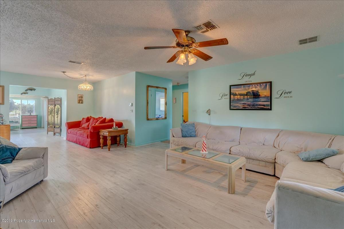 Listing photo id 8 for 3379 Crape Myrtle Drive