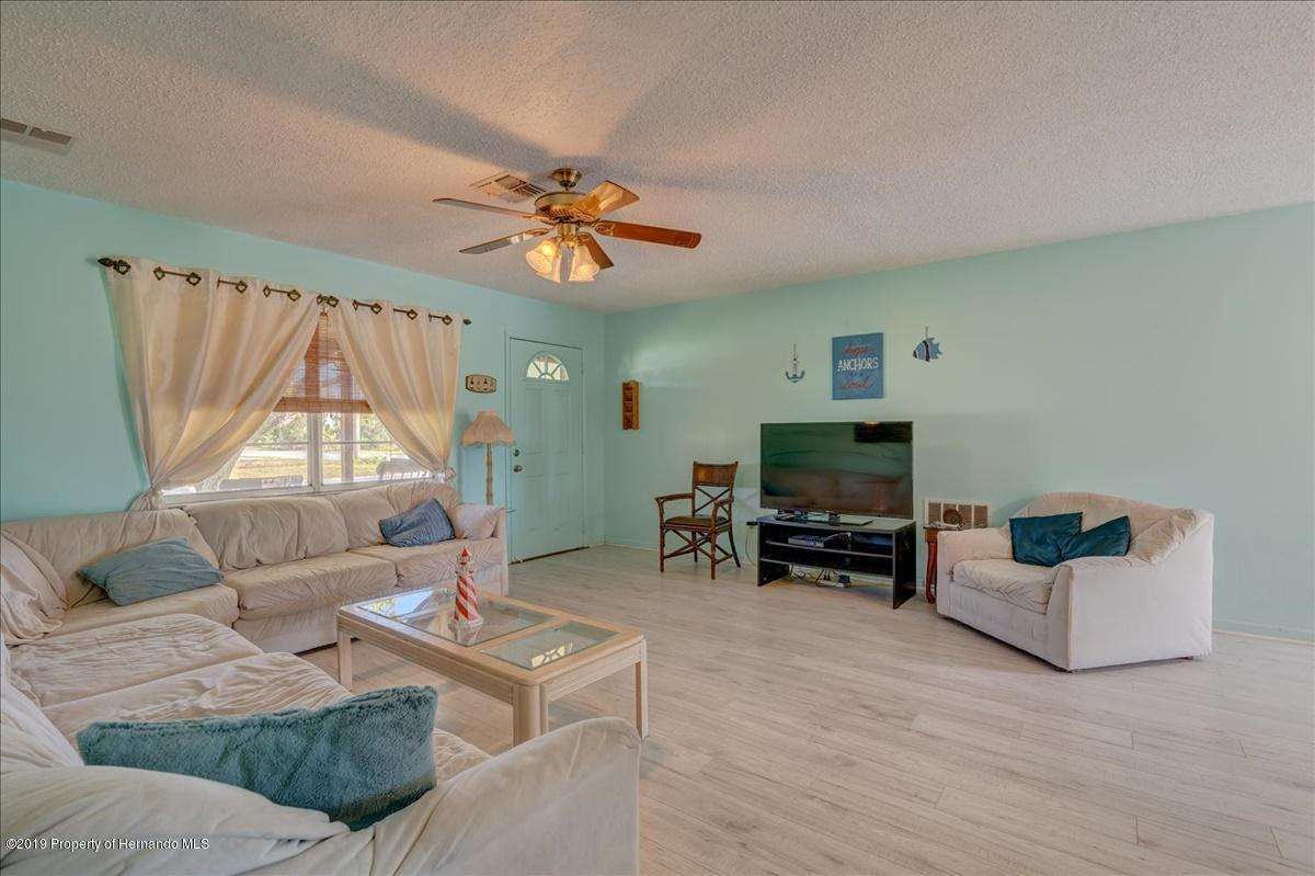 Listing photo id 7 for 3379 Crape Myrtle Drive