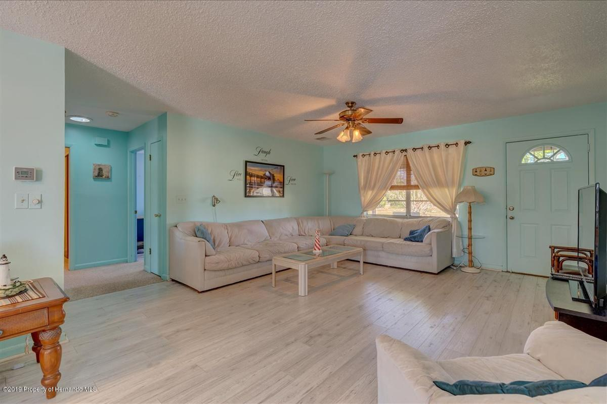 Listing photo id 6 for 3379 Crape Myrtle Drive