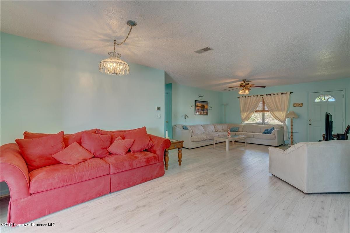 Listing photo id 9 for 3379 Crape Myrtle Drive