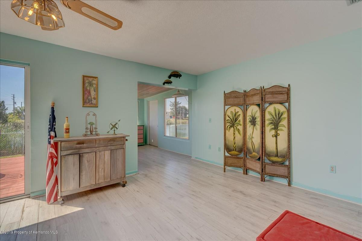Listing photo id 11 for 3379 Crape Myrtle Drive