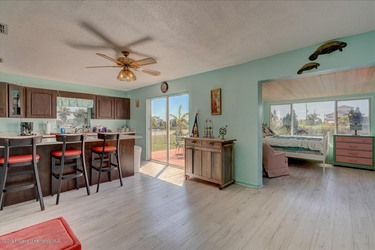 Listing photo id 20 for 3379 Crape Myrtle Drive