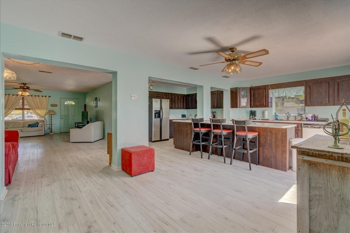 Listing photo id 13 for 3379 Crape Myrtle Drive
