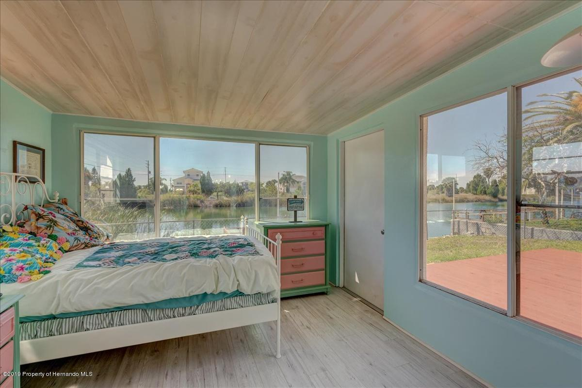 Listing photo id 21 for 3379 Crape Myrtle Drive