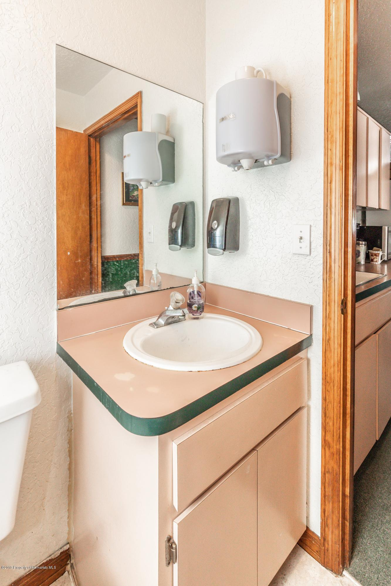 Listing photo id 34 for 1665 Donto Way