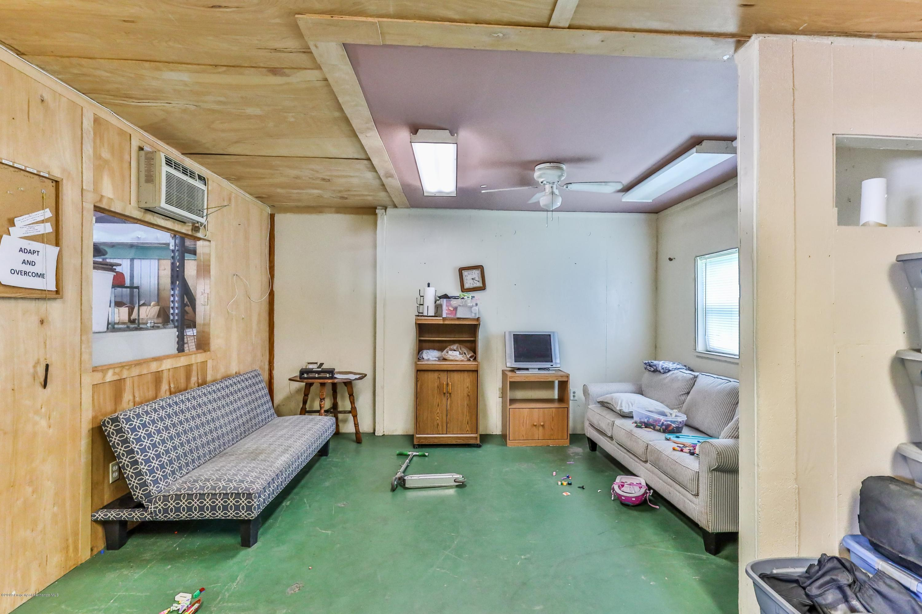 Listing photo id 67 for 1665 Donto Way