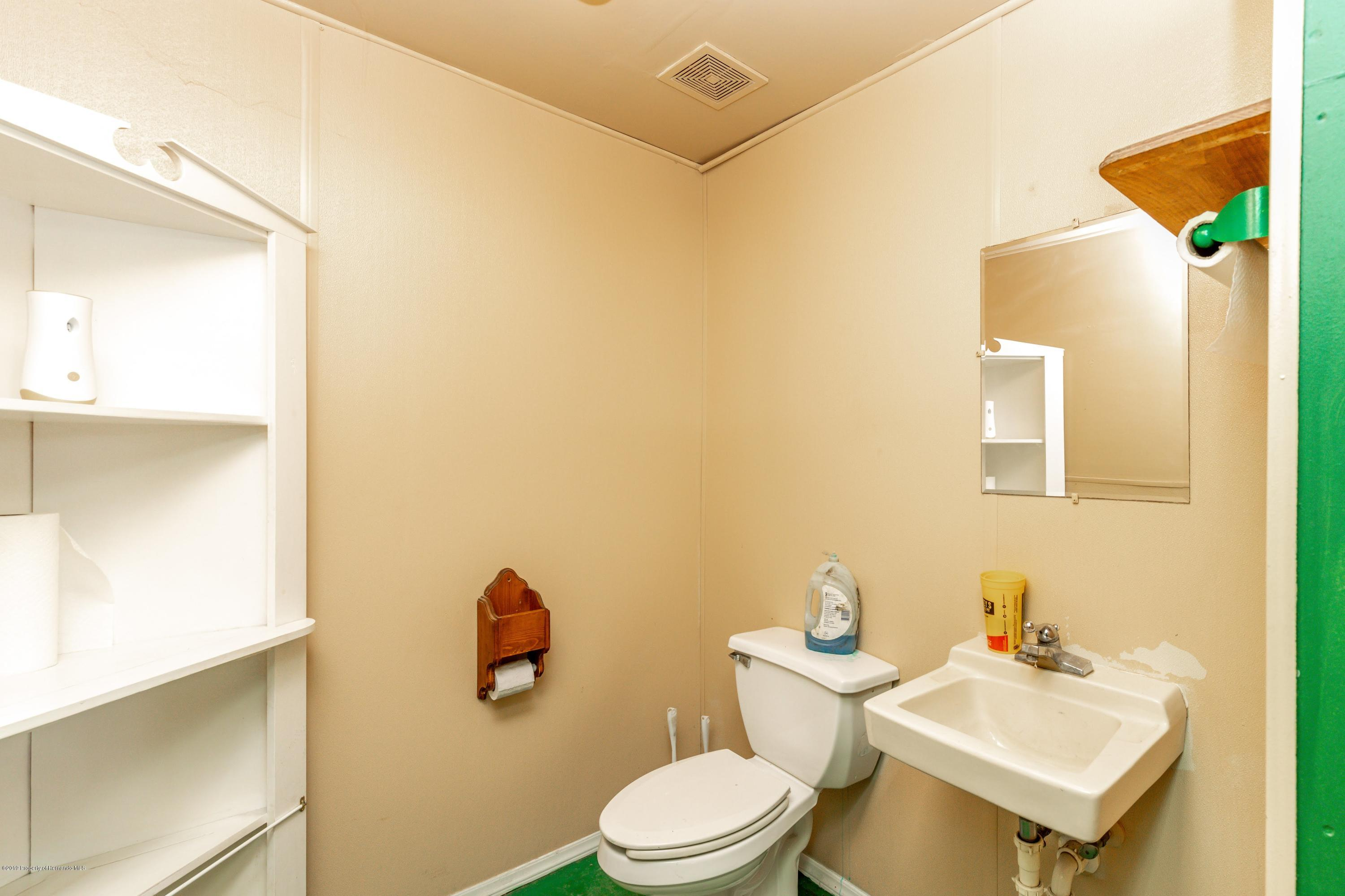 Listing photo id 71 for 1665 Donto Way
