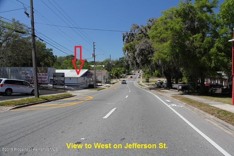 Listing photo id 12 for 315 W Jefferson Street