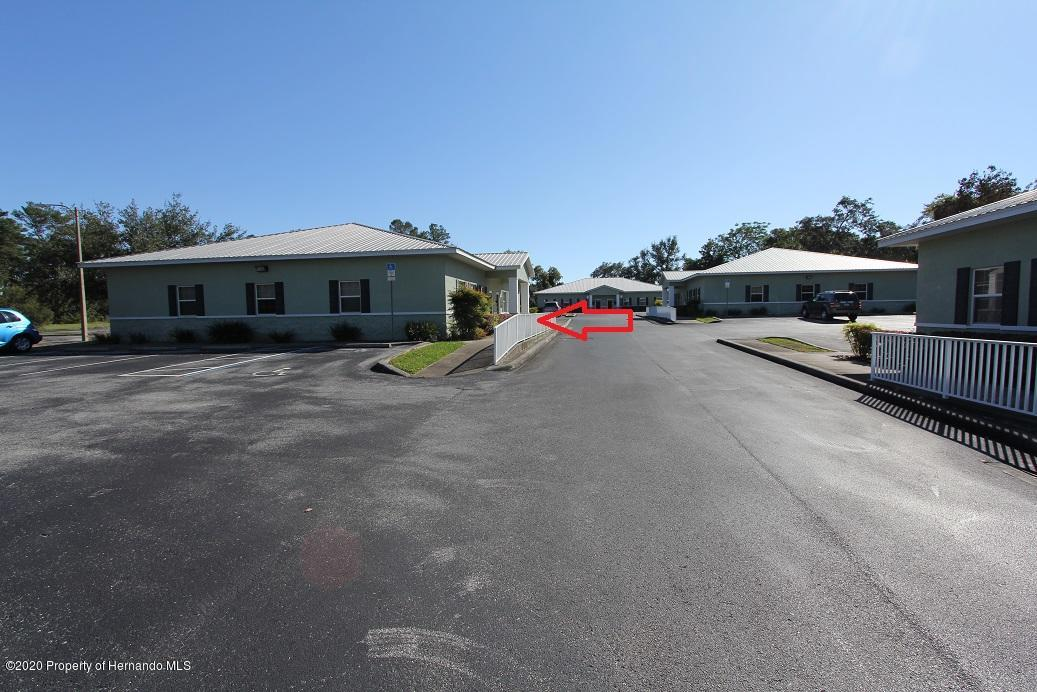 Listing photo id 2 for 8370 Forest Oaks Boulevard