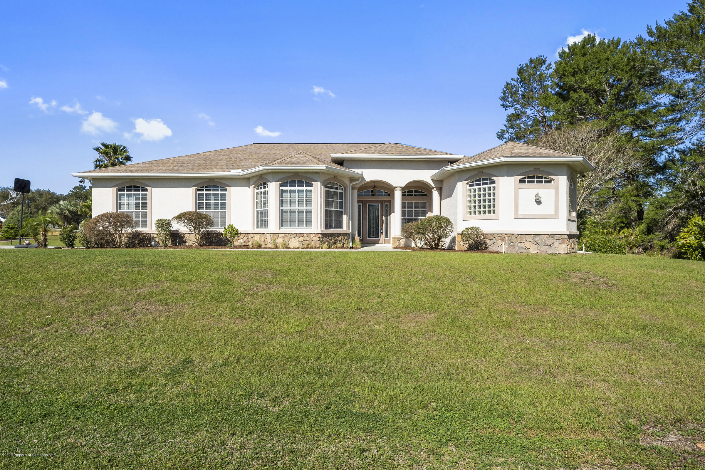 10352 Ridge Top Loop, Weeki Wachee, FL 34613