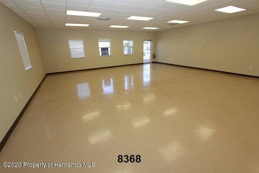 Listing photo id 8 for 8368 Forest Oaks Boulevard