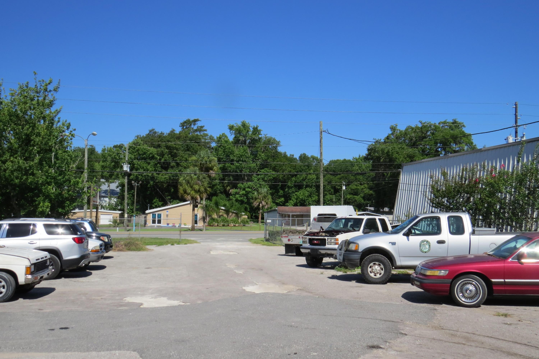 Listing photo id 9 for 1134 Ponce De Leon Boulevard
