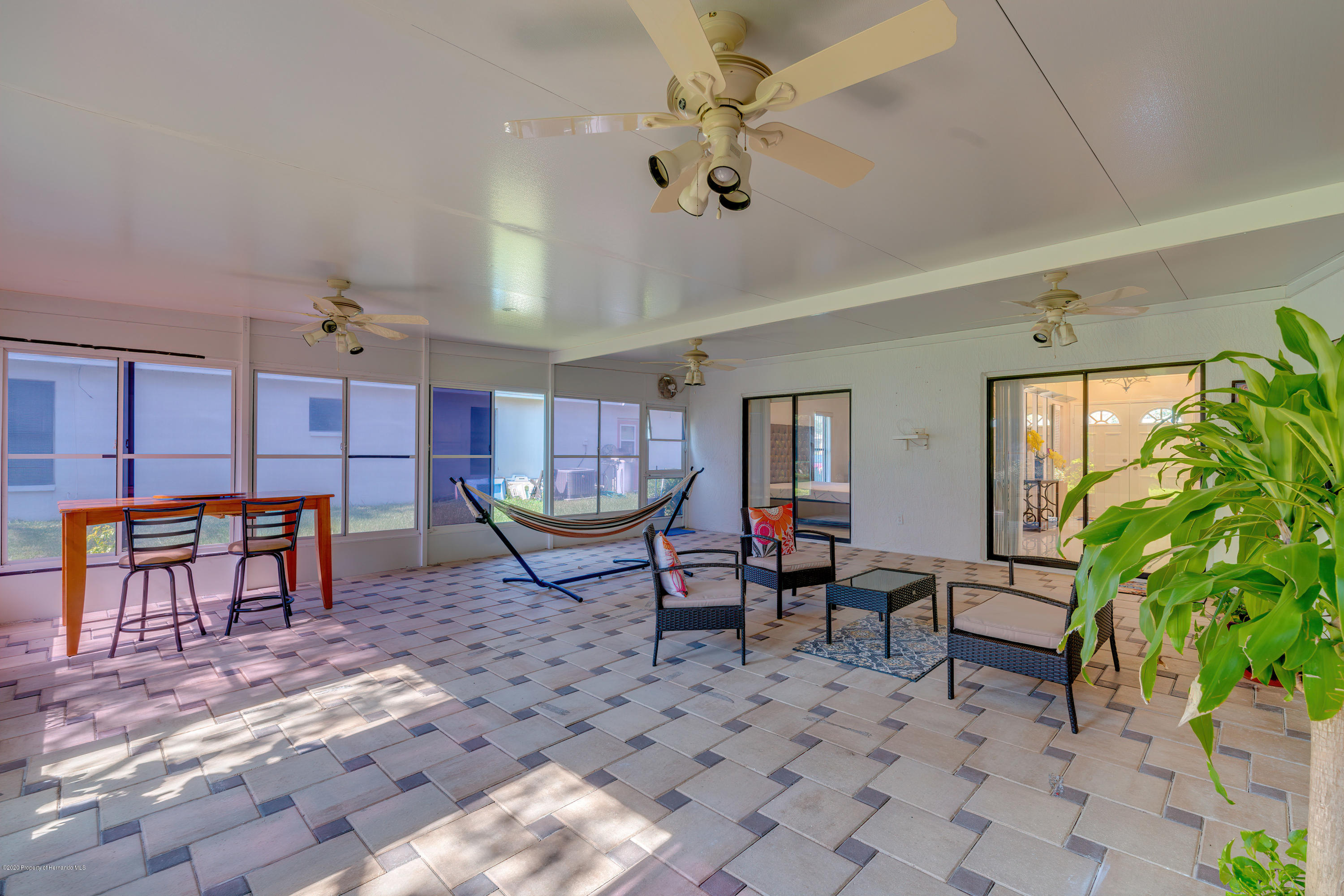 Listing photo id 22 for 4470 Plumosa Street