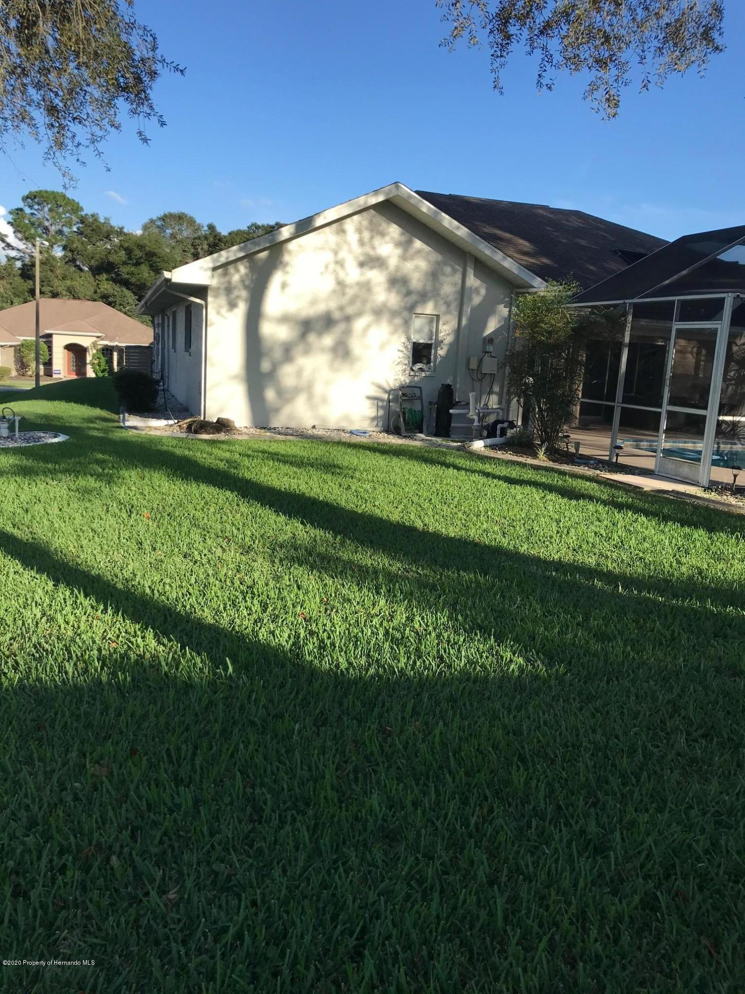 Listing photo id 32 for 1031 Greenturf Road