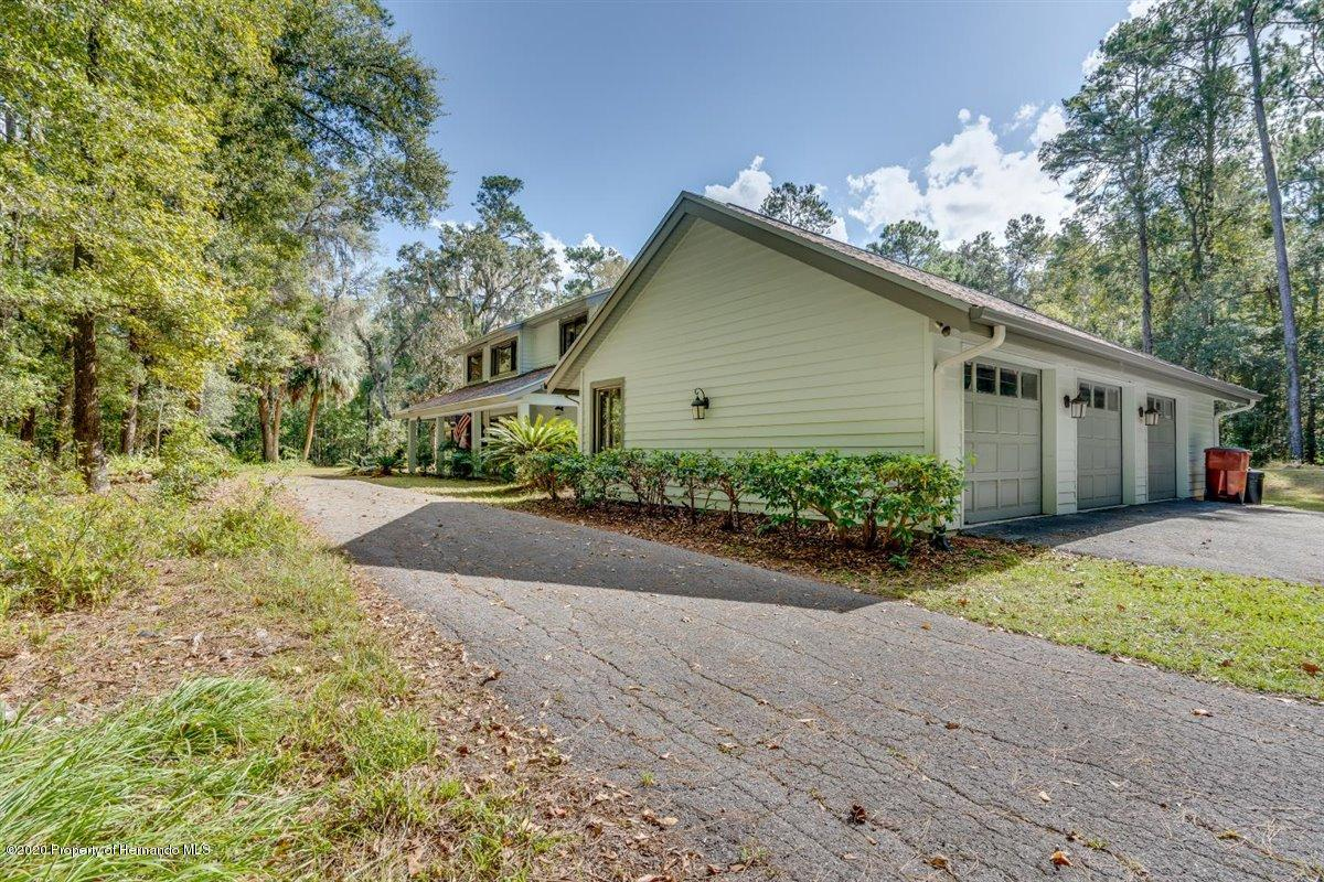 Listing photo id 77 for 25340 Withrow Road