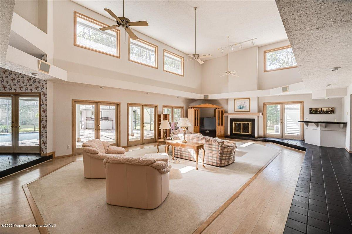 Listing photo id 9 for 25340 Withrow Road