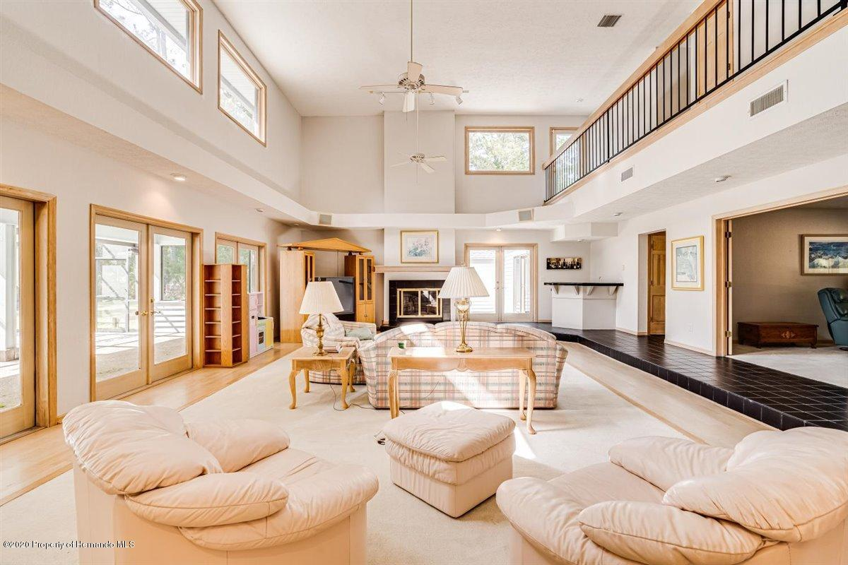 Listing photo id 10 for 25340 Withrow Road