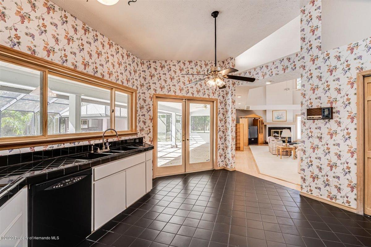 Listing photo id 17 for 25340 Withrow Road