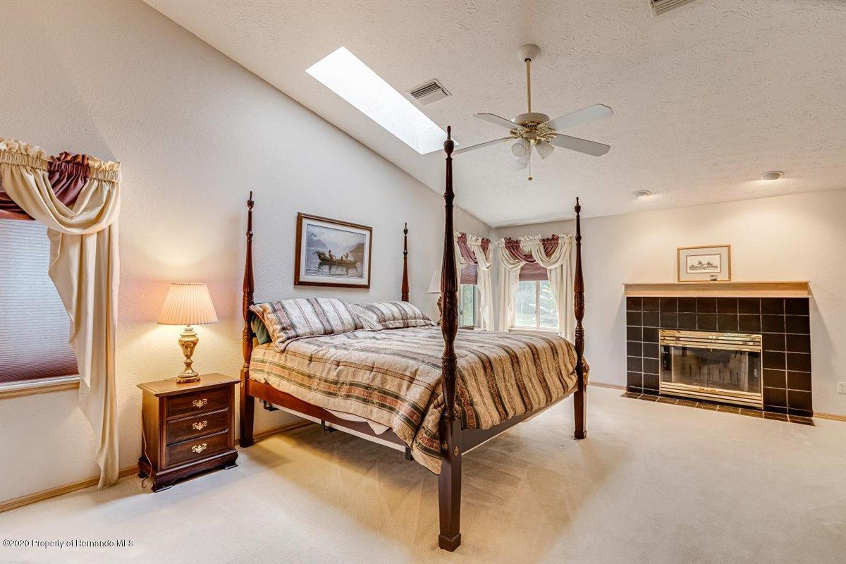 Listing photo id 26 for 25340 Withrow Road