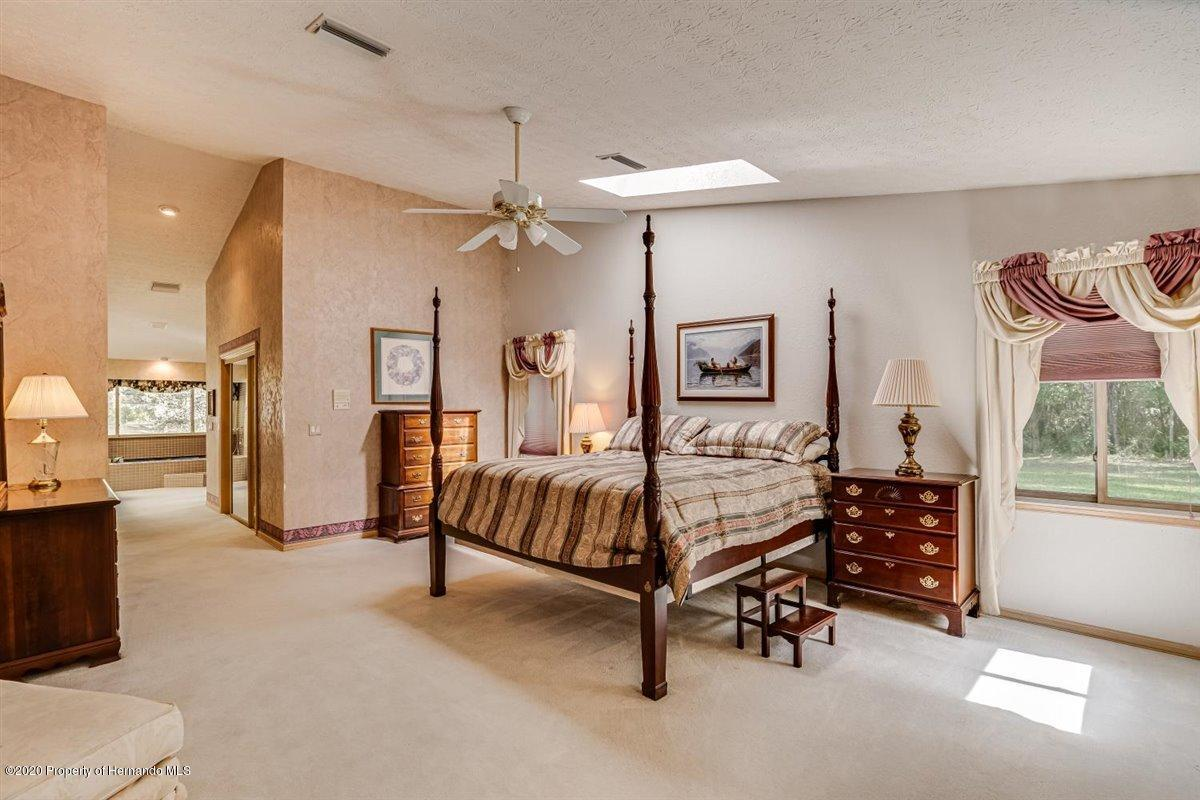 Listing photo id 29 for 25340 Withrow Road
