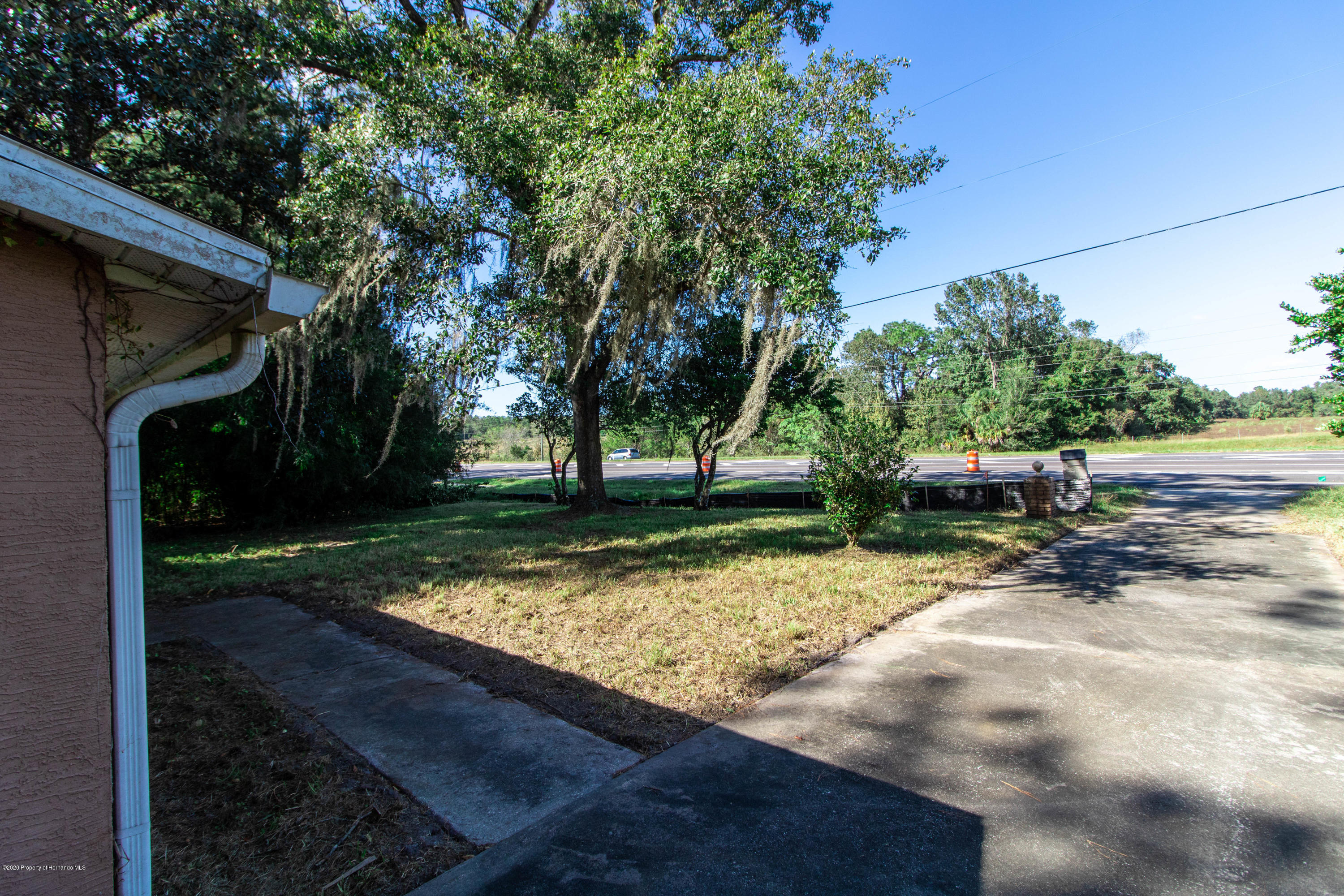 Listing photo id 9 for 17166 Cortez Boulevard