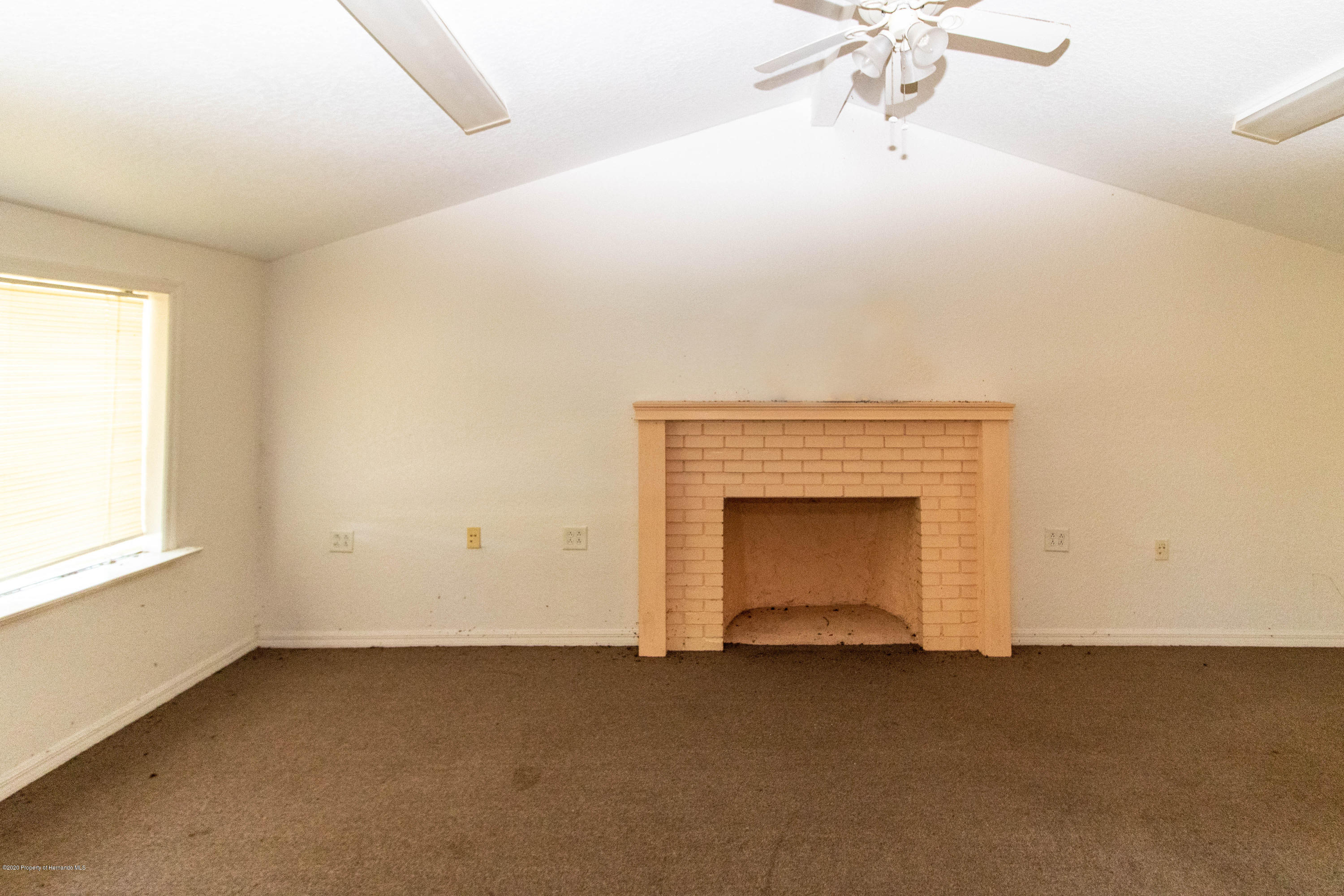 Listing photo id 11 for 17166 Cortez Boulevard