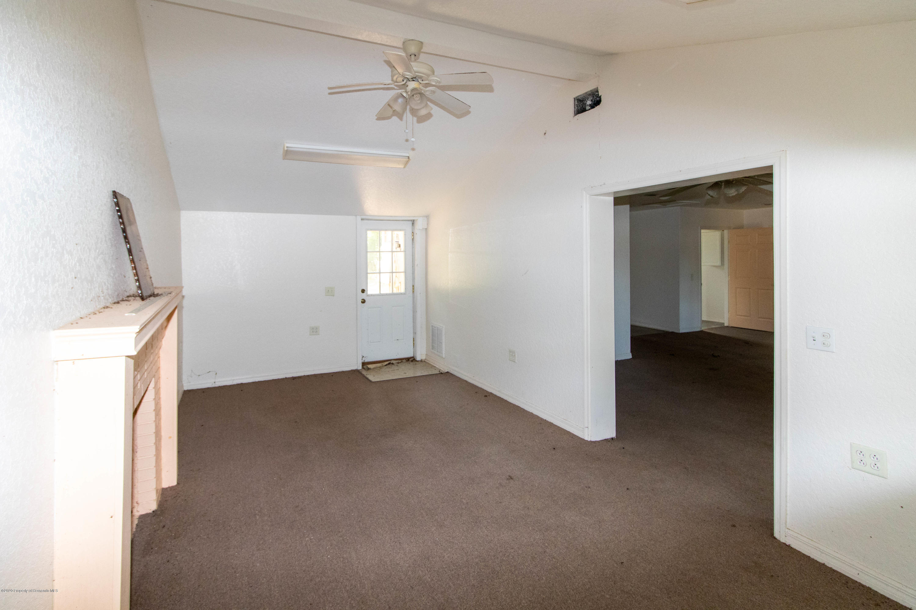 Listing photo id 12 for 17166 Cortez Boulevard