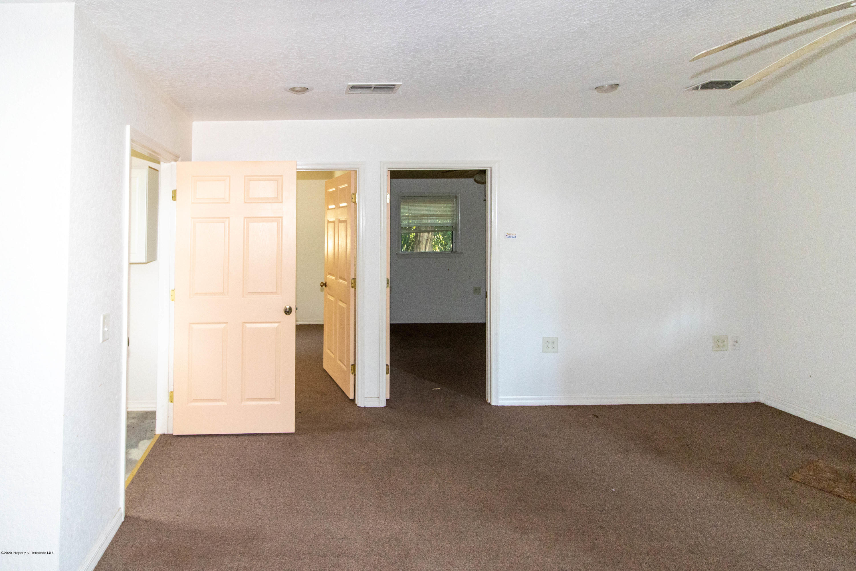 Listing photo id 17 for 17166 Cortez Boulevard
