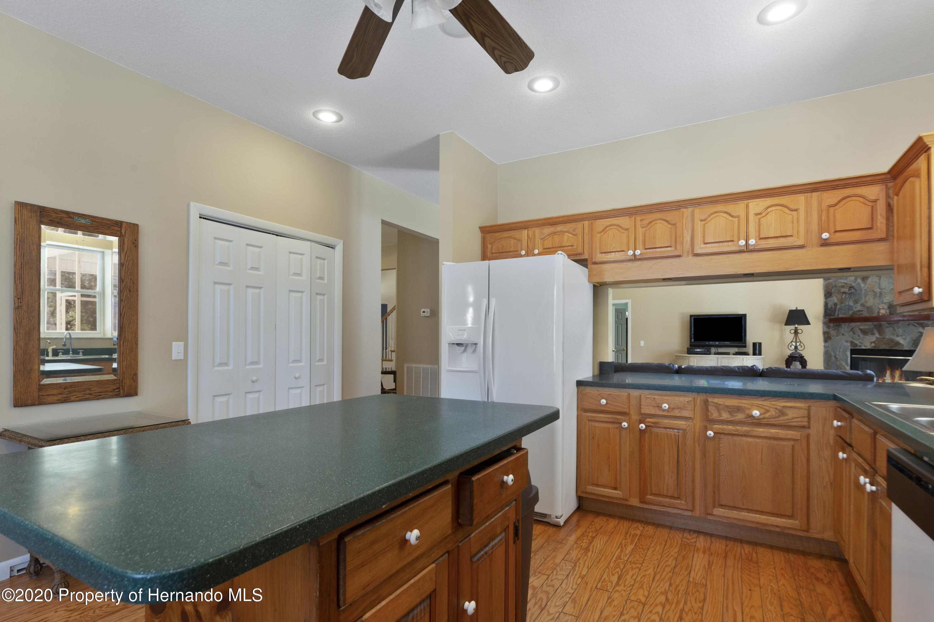 Listing photo id 27 for 27028 Ernest Lee Road