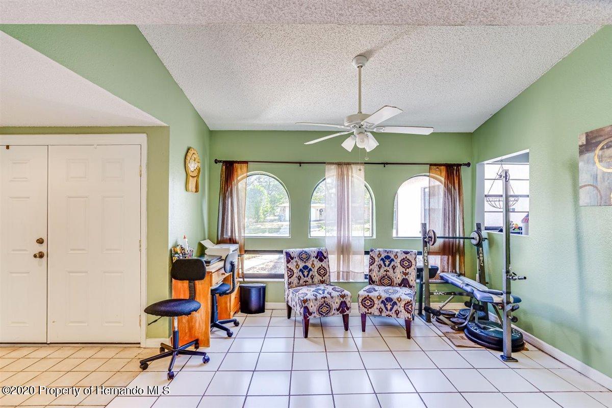 Listing photo id 7 for 6341 Gainsboro Avenue
