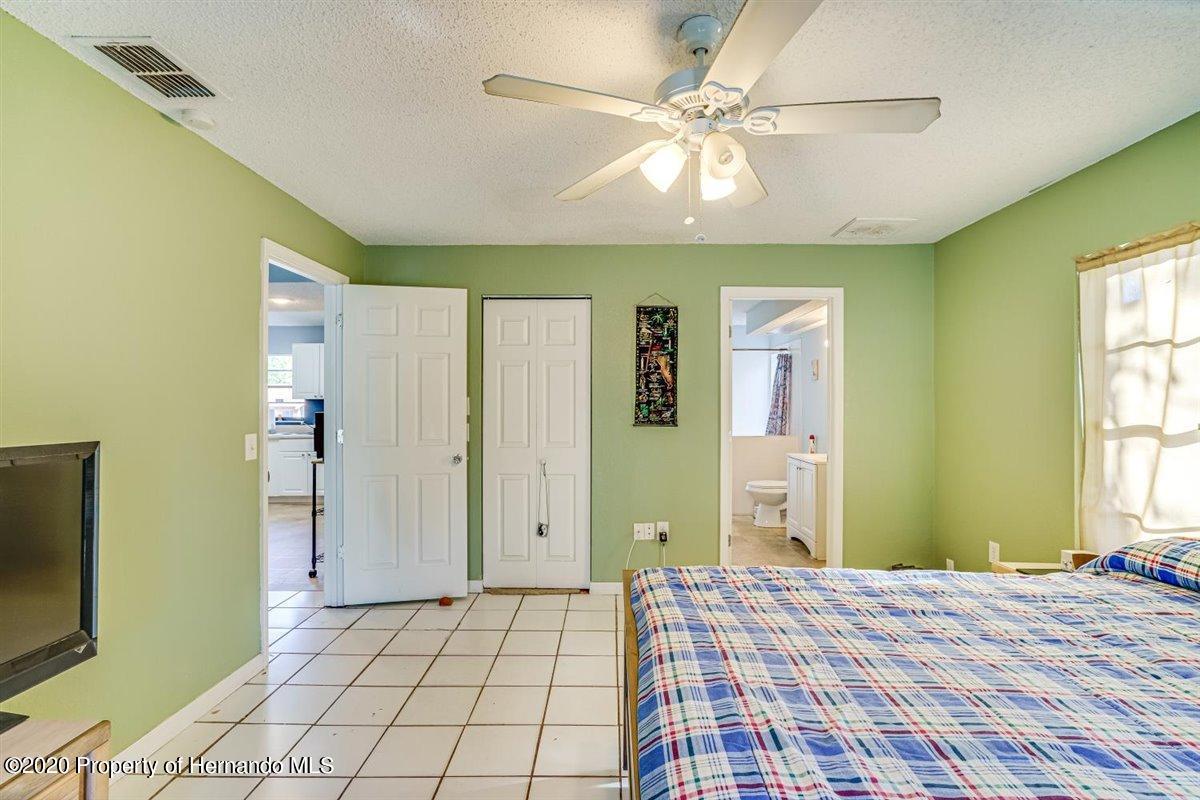 Listing photo id 22 for 6341 Gainsboro Avenue