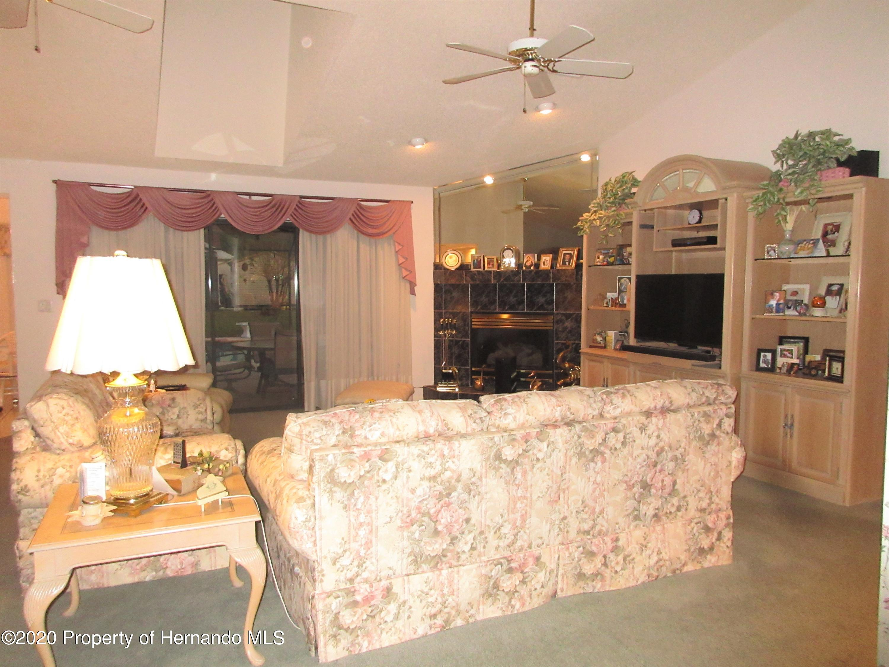 Listing photo id 10 for 2182 Waterfall Drive
