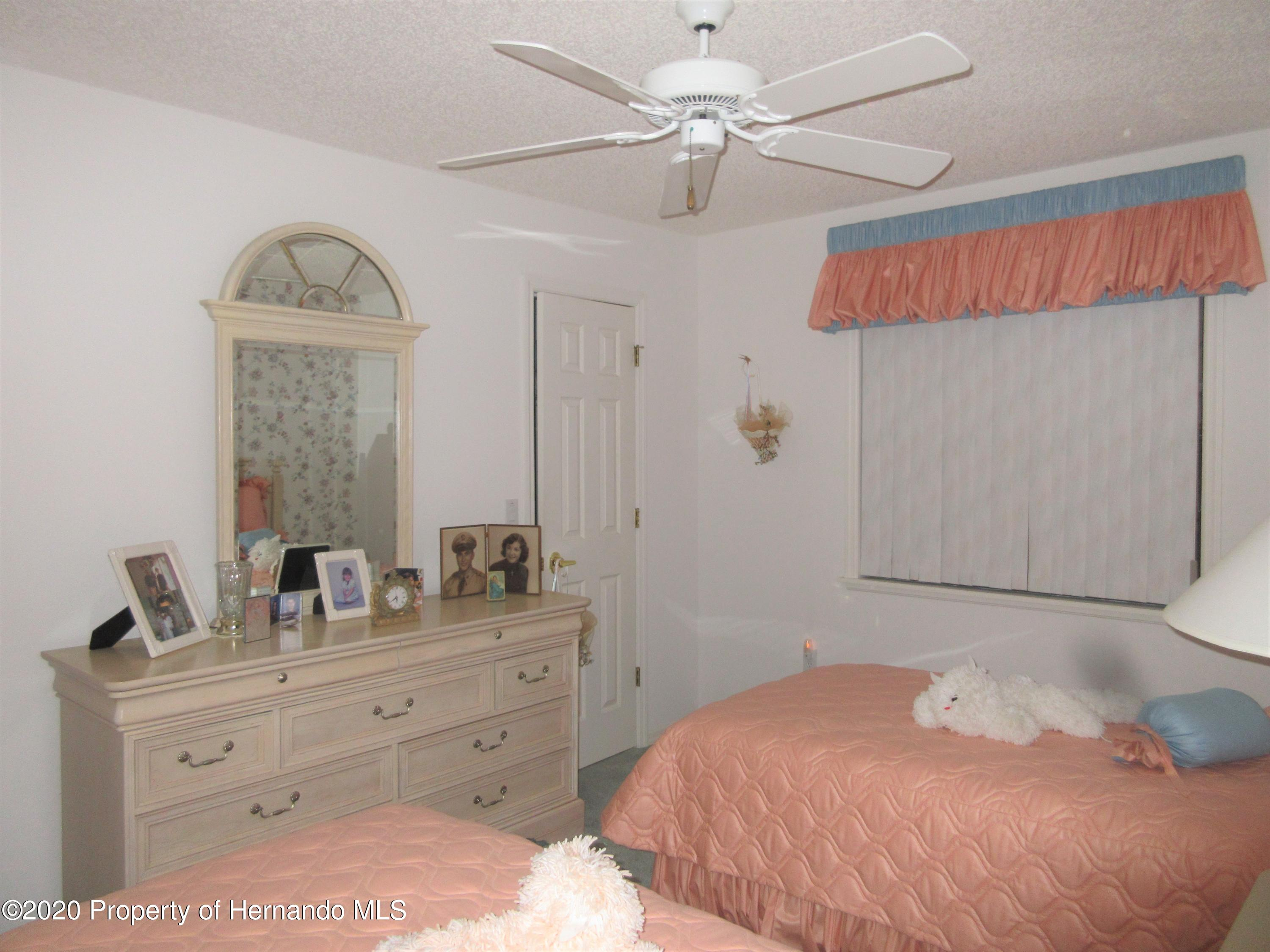 Listing photo id 16 for 2182 Waterfall Drive