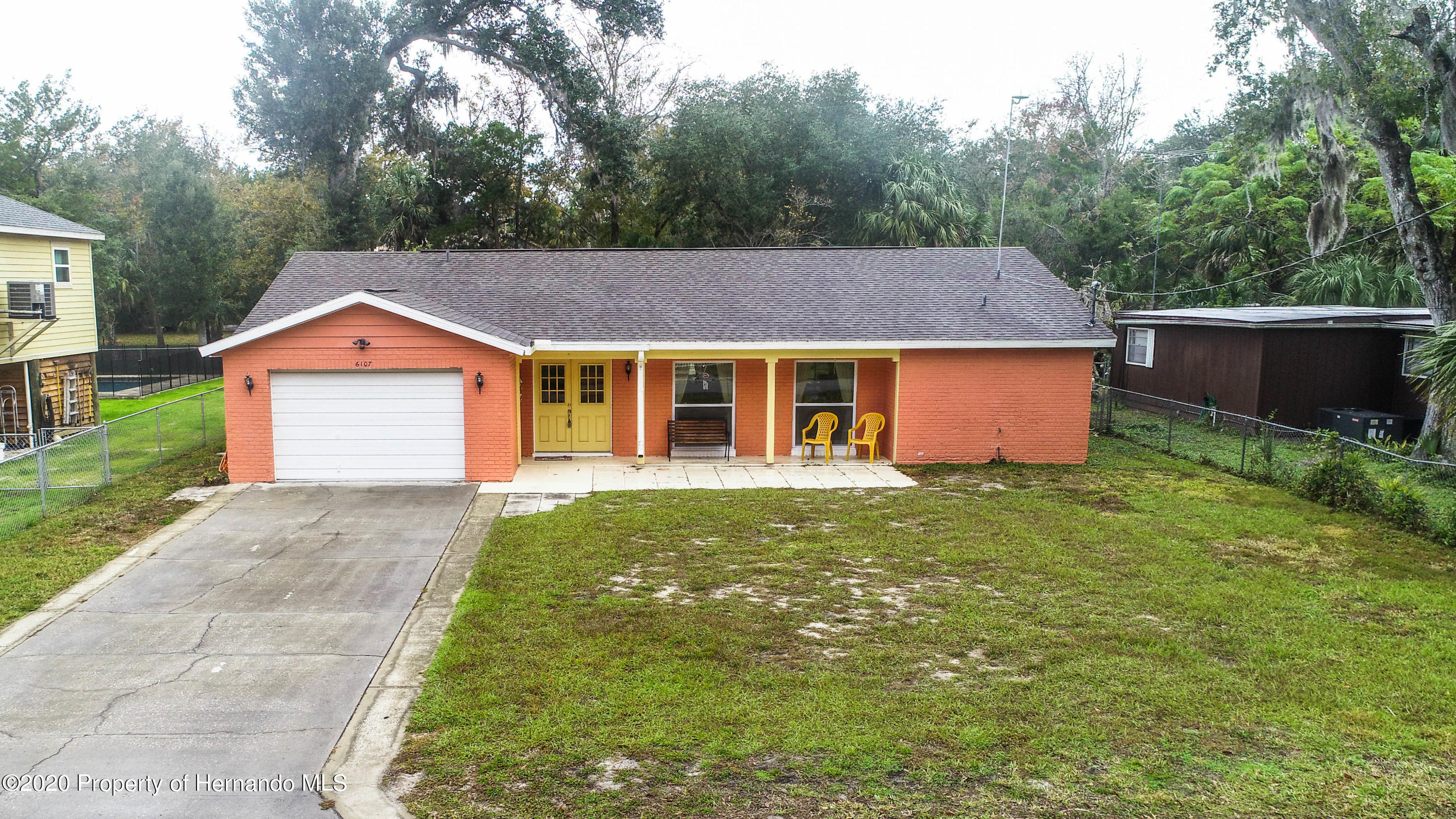 Listing photo id 3 for 6107 Avenue Of The Palms