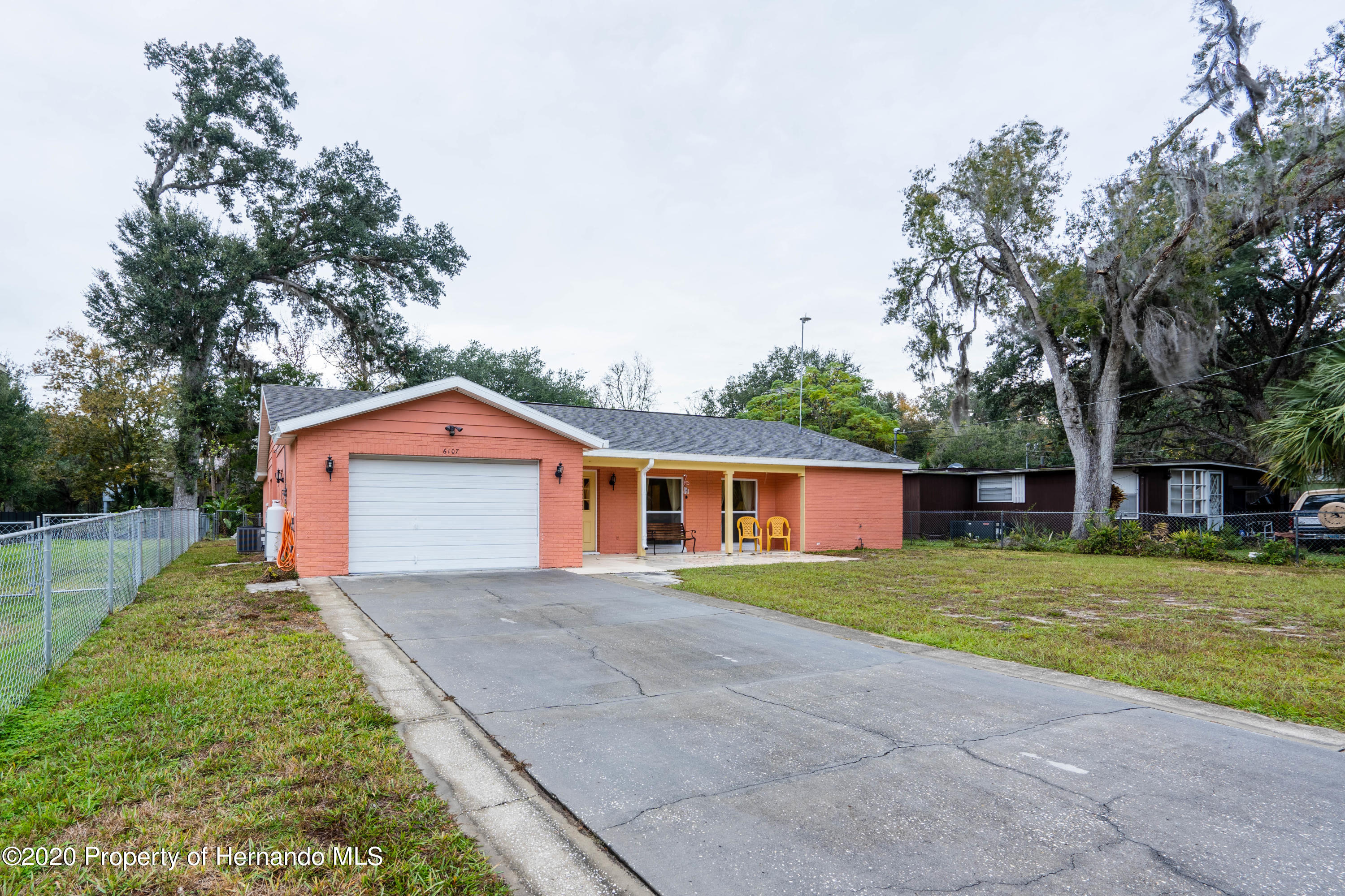 Listing photo id 6 for 6107 Avenue Of The Palms