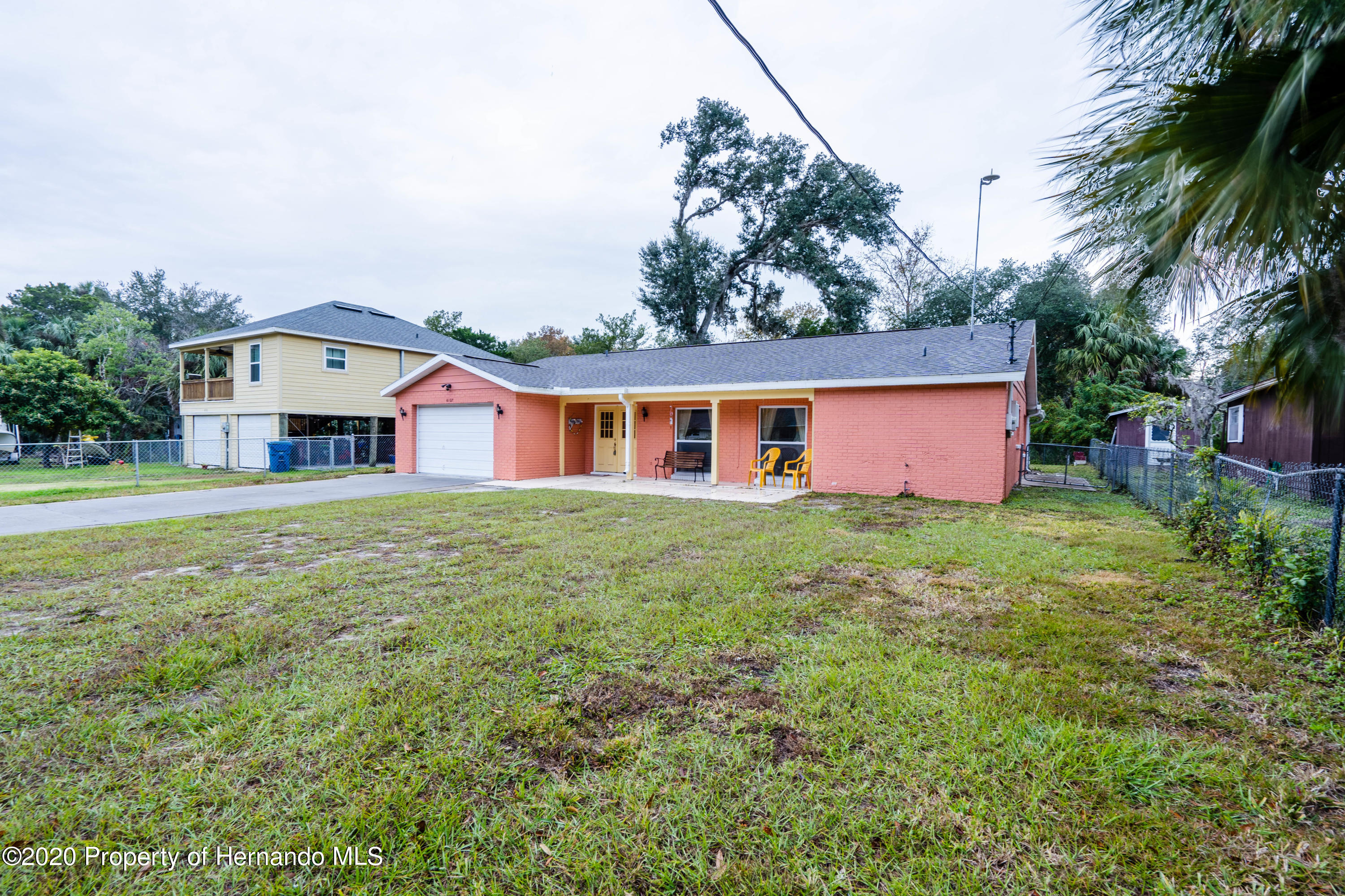 Listing photo id 7 for 6107 Avenue Of The Palms