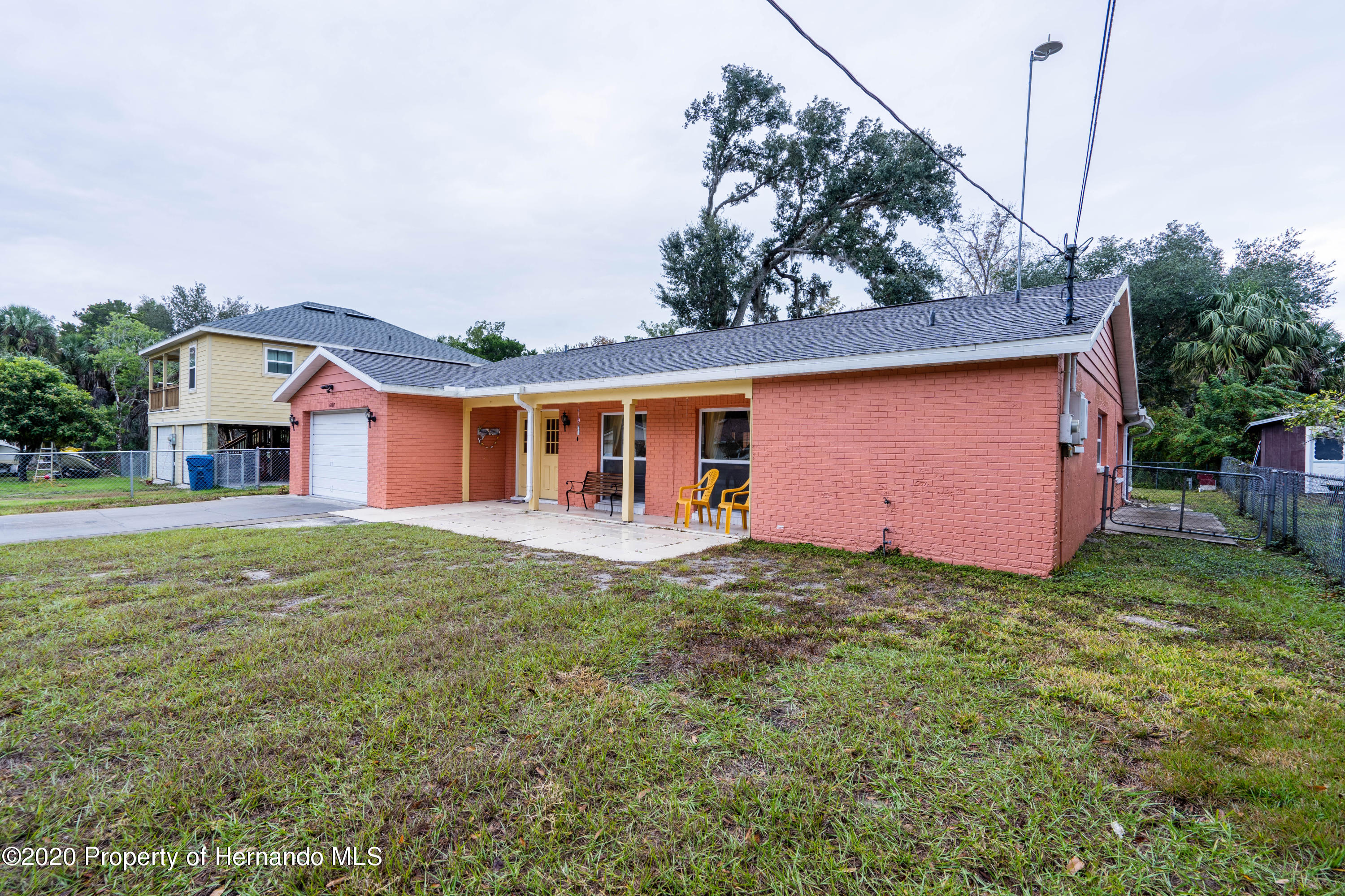 Listing photo id 8 for 6107 Avenue Of The Palms