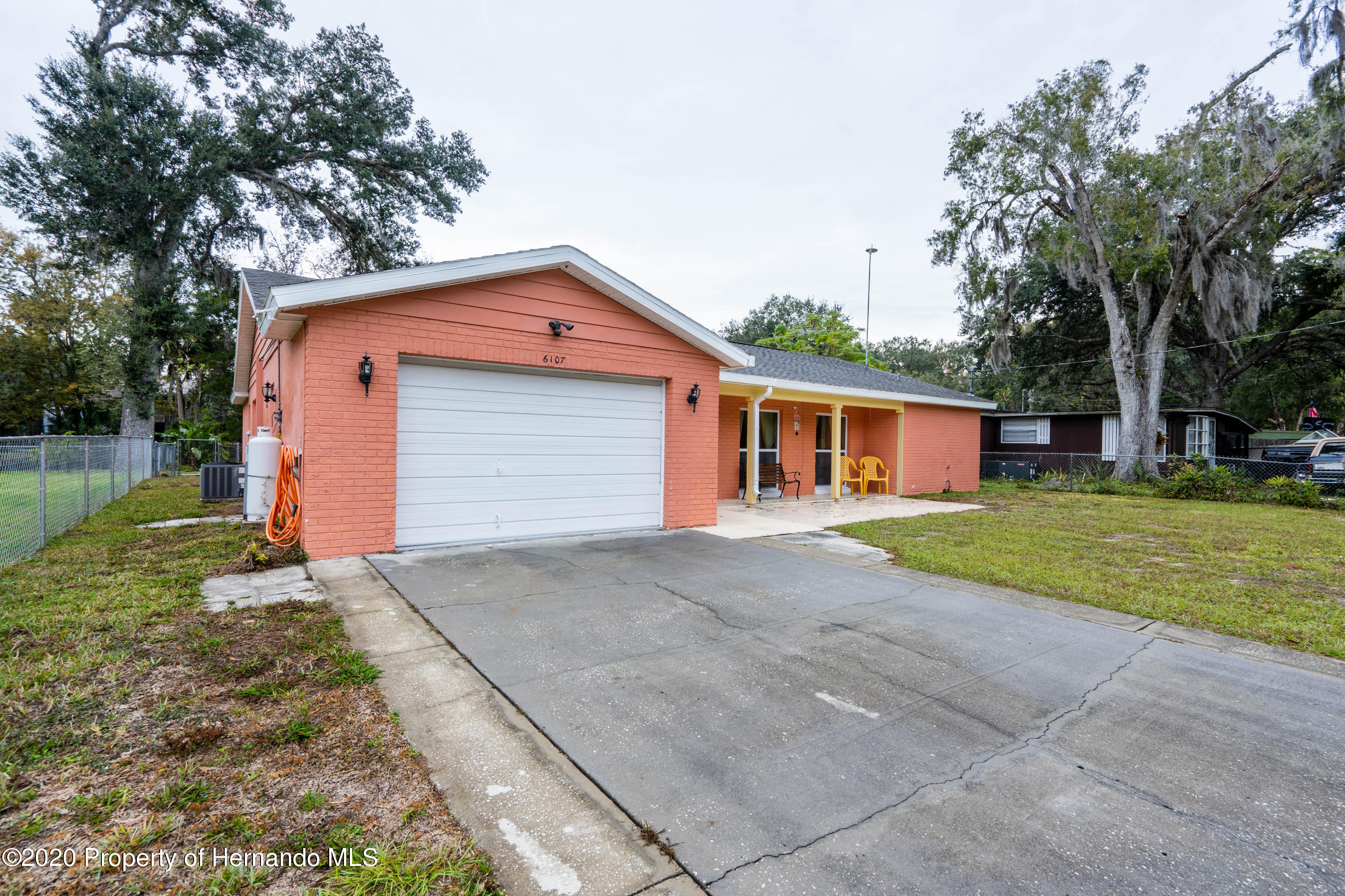 Listing photo id 9 for 6107 Avenue Of The Palms